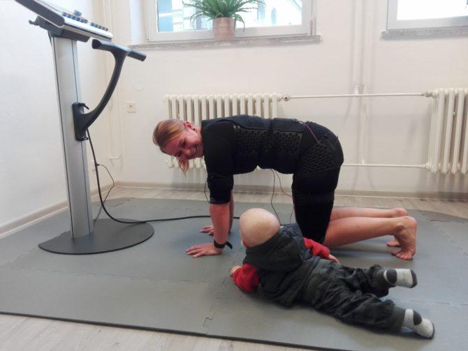 EMS trénink je vždy individuální. Nemáte-li hlídání, není problém vzít své dítě s sebou!